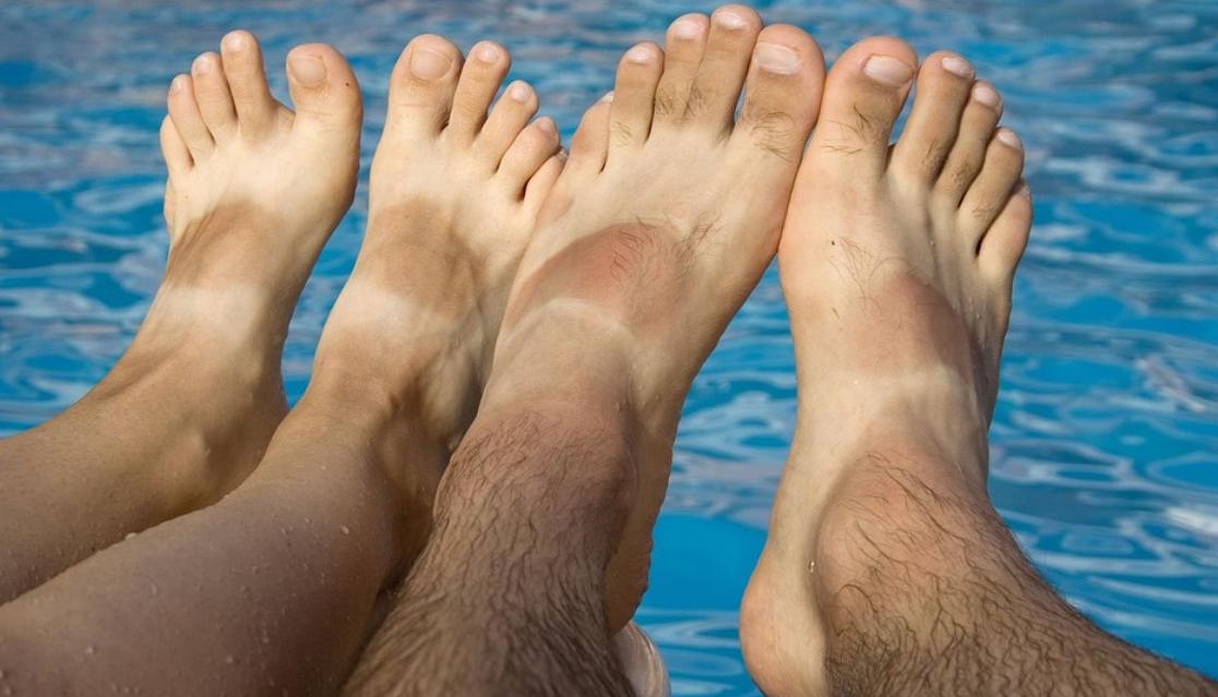 opálení nohou
